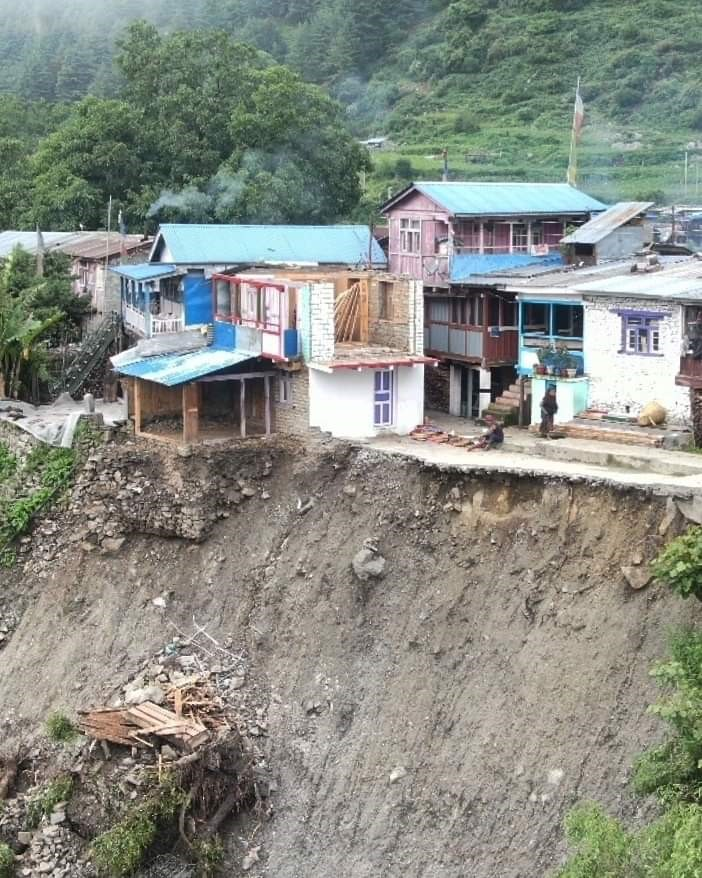 Support Viva Vita in providing Emergency Assistance to the victims of floods and landslides in Nepal